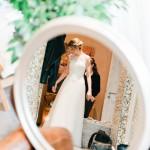 Hochzeitsfotograf-Berlin-Brandenburg-Tilman-Vogler-Braut-Vorbereitung-Getting-Ready-Spiegel_Hochzeitsfotografie