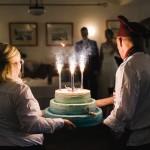 Hochzeitsfotograf-Berlin-Brandenburg-Tilman-Vogler-Hochzeitstorte-Wunderkerzen-Torte-Niemegk_Hochzeitsfotografie