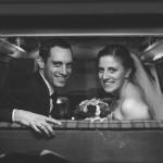 Hochzeitsfotograf-Solingen-Berlin-Tilman-Vogler-Hochzeitspaar-Ohligs-Hochzeitsauto-VW-Bus_Hochzeitsfotografie