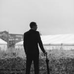Hochzeitsfotograf-Solingen-Berlin-Tilman-Vogler-gueterhallen-ehemaliger-hauptbahnhof-braeutigam-industriell-urban-Regen-Regenschirm_Hochzeitsfotografie