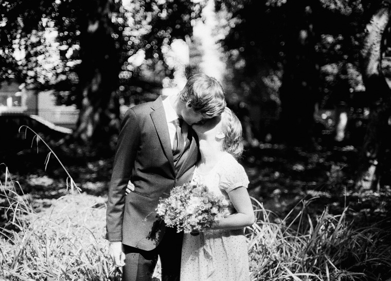 Frisch verheiratetes Brautpaar Solingen Haus Kirschheide