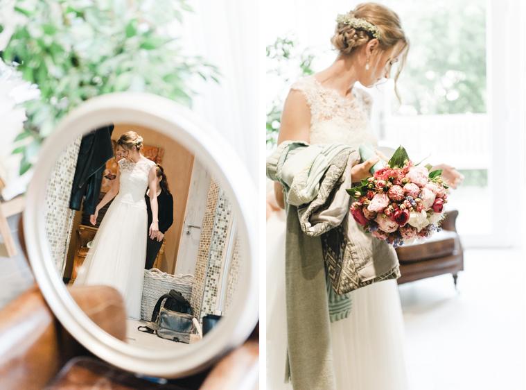 Foto einer Braut mit Brautstrauss vor der Zeremonie