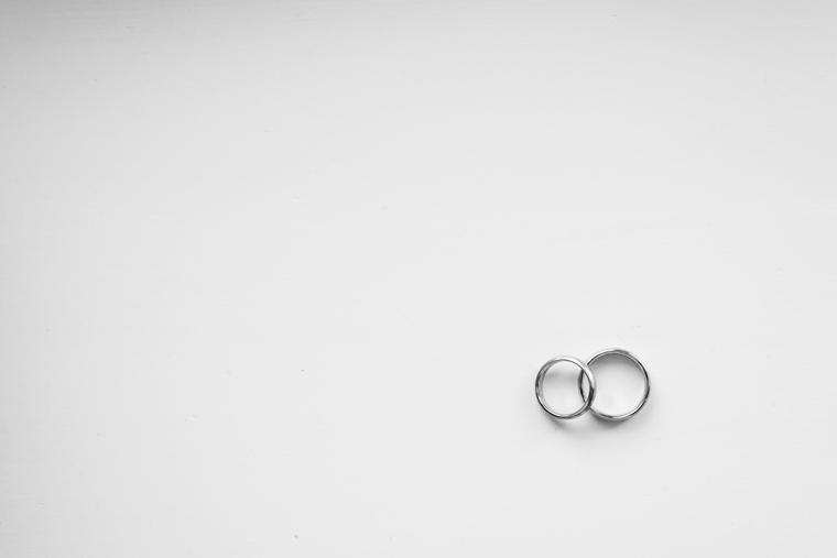 Detailfoto Hochzeitsringe Schwarz Weiß