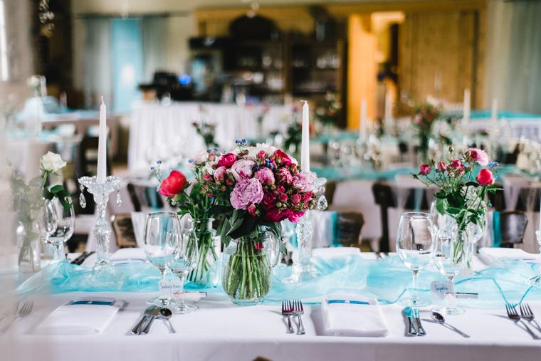 Tisch Dekor Scheunenhochzeit hellblau