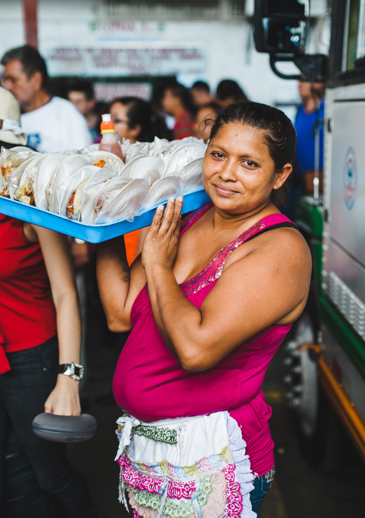 Busbahnhof Managua - Verkäuferin