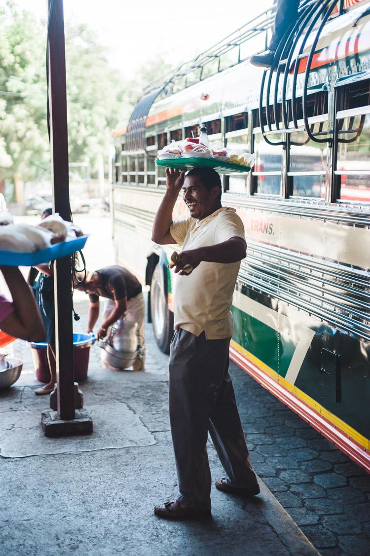 Busbahnhof Managua - Straßenverkäufer