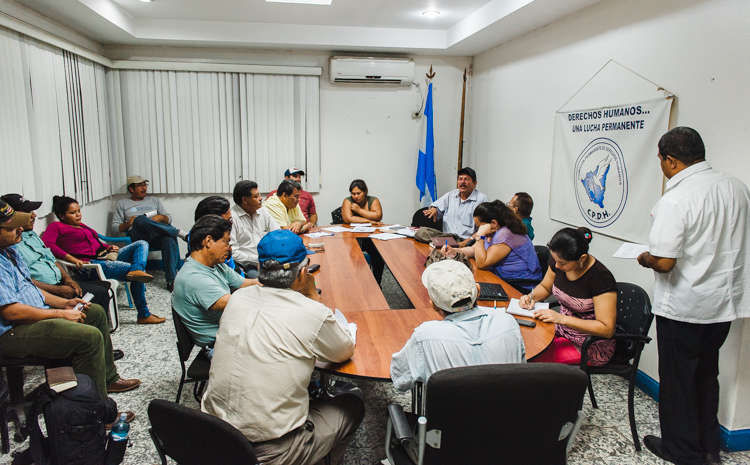 """Ich besuche ein Treffen von Mitgliedern des """"Nationalen Rats zur Verteidigung von Land, See und Souveränität"""" (die stetig wachsende soziale Bewegung, deren Ziel die Abschaffung des Kanal-Gesetzes ist) mit der Menschenrechtsorganisation CPDH in Managua."""