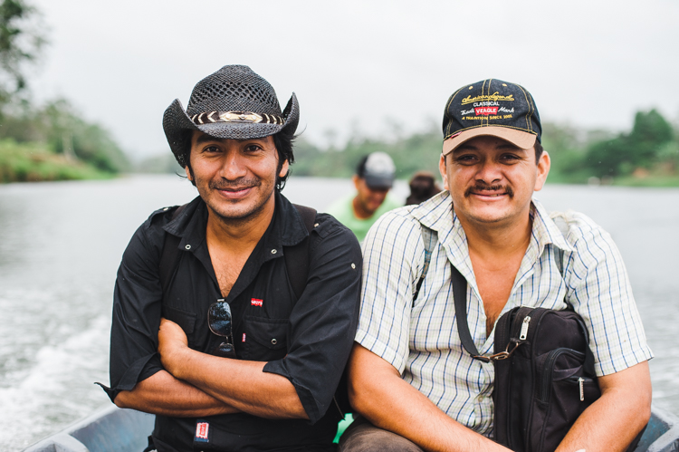 Pablo (links), 37, Bauer und Lehrer sowie Medardo, 36, Bauer und Abgeordneter im regionalen Parlament engagieren sich aktiv im Kampf gegen das Kanal-Projekt und werden zwei meiner Reisebegleiter sein.