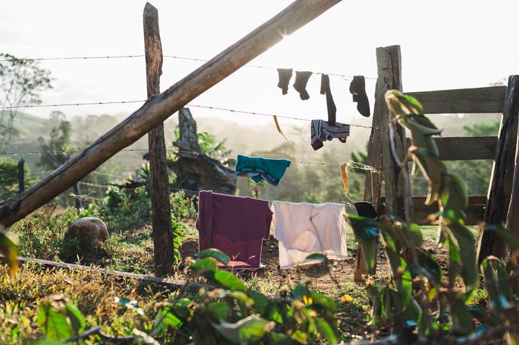 Zeit zum Wäschewaschen ist heute auch - getrocknet wird diese wie üblich auf dem Stacheldrahtzaun, damit der starke Wind sie nicht wegweht.
