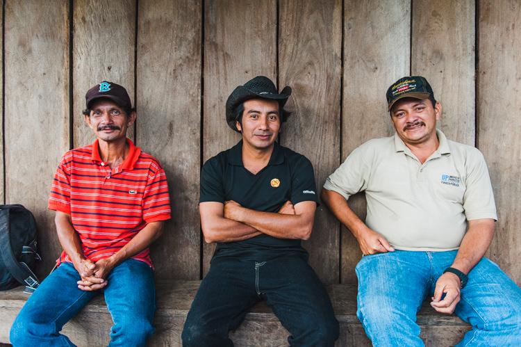 Kurz vor der Abenddämmerung sind wir wieder zurück auf der Finca - hier ein Foto von Chepito, Pablo und Medardo (l-r).