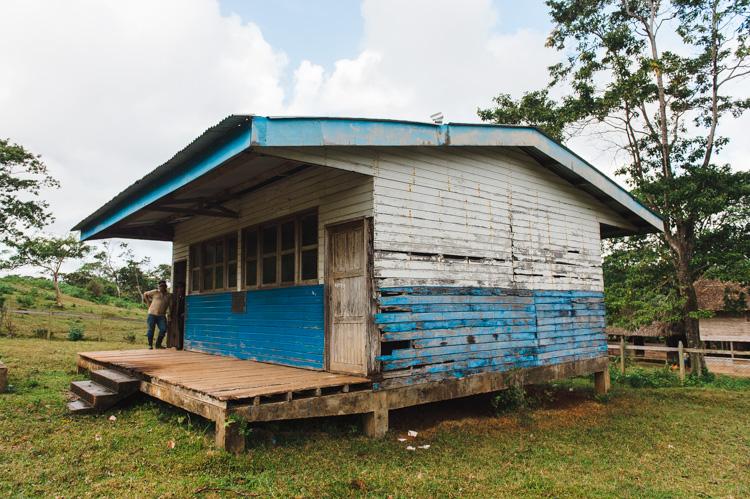Von der Regierung zurückgelassen: vor gut einem Jahrzehnt hat die Vorgängerregierung hier eine Schule gebaut. Instandhaltung und Lehrer gibt es jedoch seit Langem nicht mehr.
