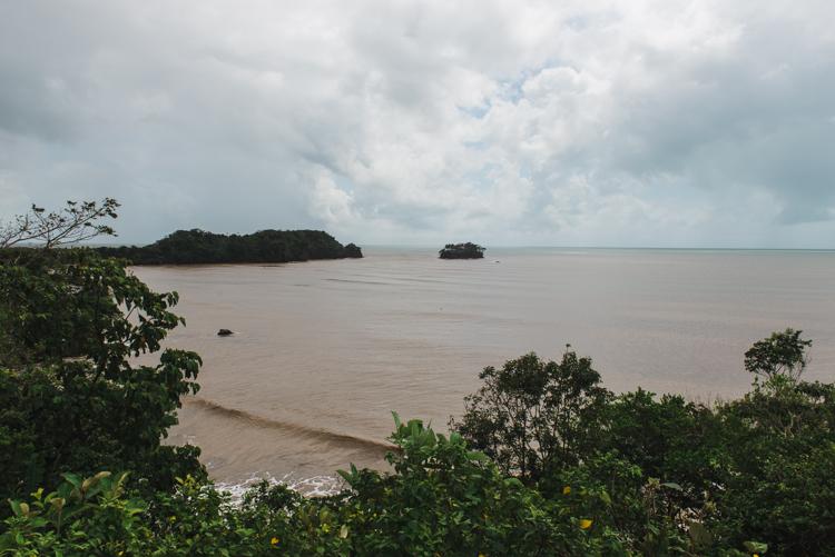 """Der Blick auf die Bucht der Gemeinde Bangkukuk (Punta de Aguila = """"Adlerspitze""""). In dieser Gegend soll ein Tiefseehafen entstehen. Etwa 10km südlich von hier befindet außerdem die Flussmündung des """"Punta Gorda"""" - dort soll der Kanal beginnen."""