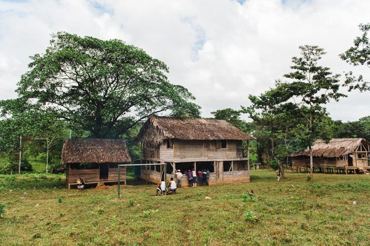 Heute findet die Versammlung im Dorf Bangkukuk statt (Gebäude in der Bildmitte).