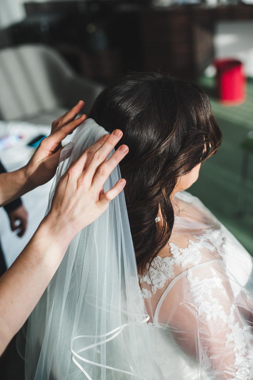Hochzeitsvorbereitungen Braut Haare