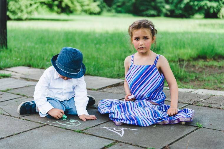 Spielende Kinder in Spielecke auf Hochzeit