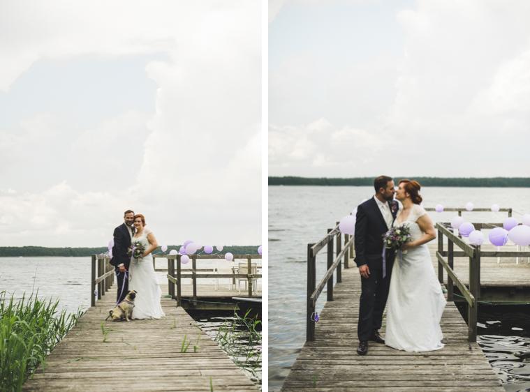 Hochzeitsfotograf Berlin Brandenburg fotografiert Brautpaar auf einem Steg