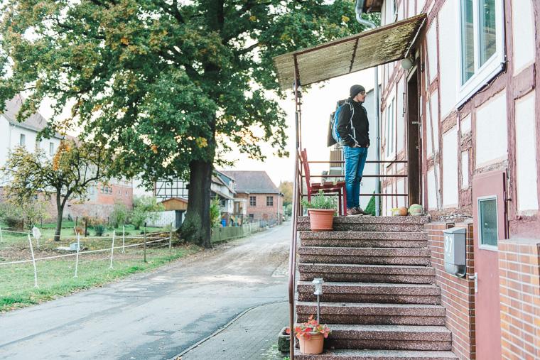 Willi klopft an Haustür
