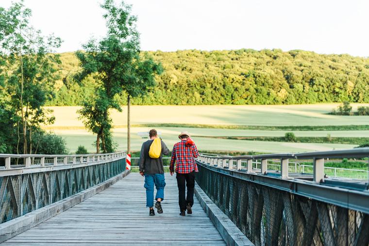 Wanderer wandern im Naturschutzgebiet Tote Täler