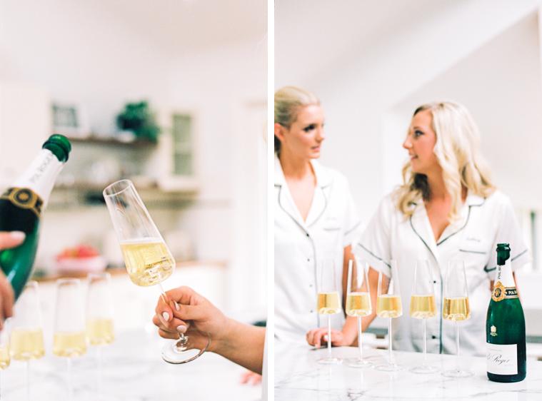 Trauzeugin gießt Champagner ein