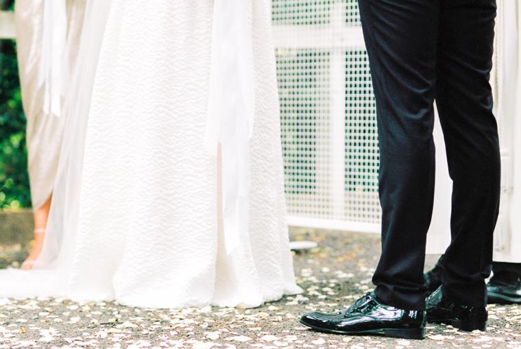 Hochzeitskleid und Anzug