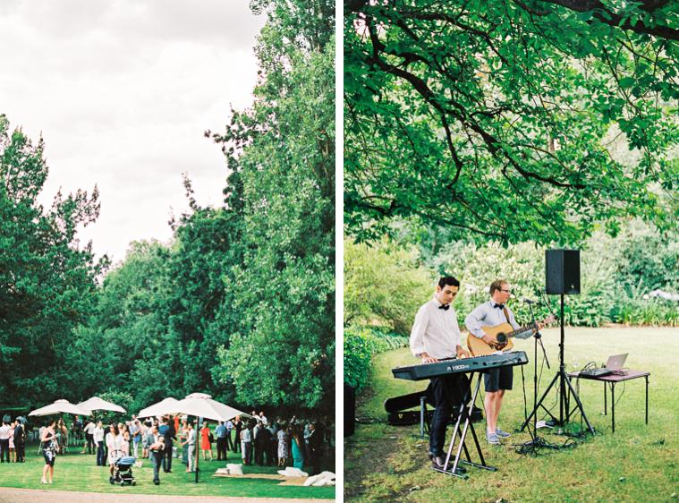 Hochzeit auf Weingut im Garten mit Band