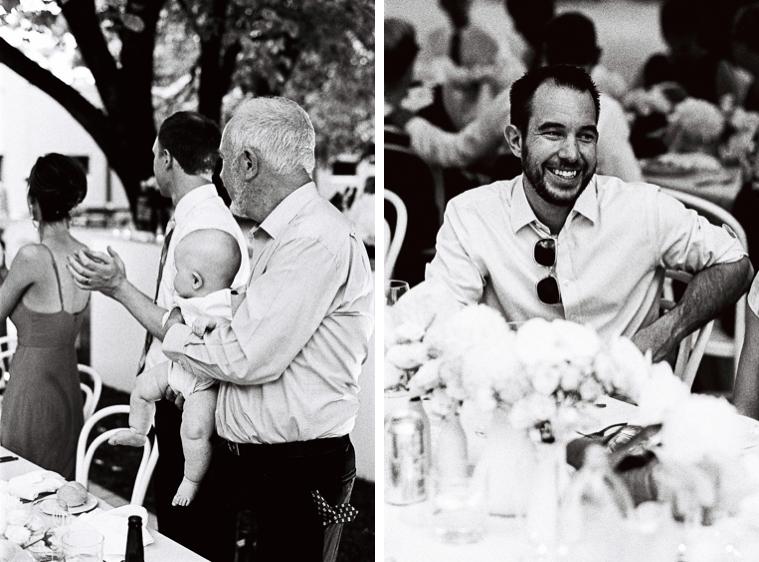 Hochzeitsgäste lachend