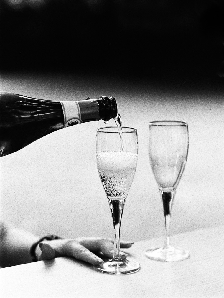 Exceptional atmospheric photo of champagne pouring how to serve
