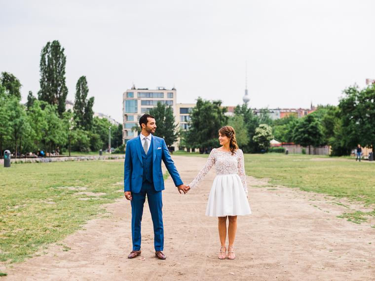 couple francais pendant son mariage á berlin