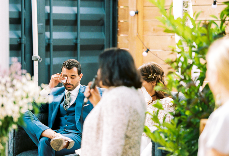 bräutigam weint während rede seiner mutter