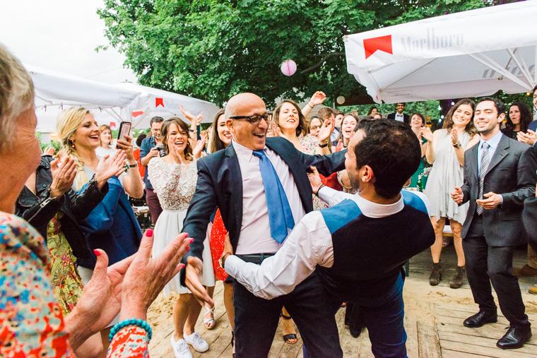 bräutigam und sein vater tanze