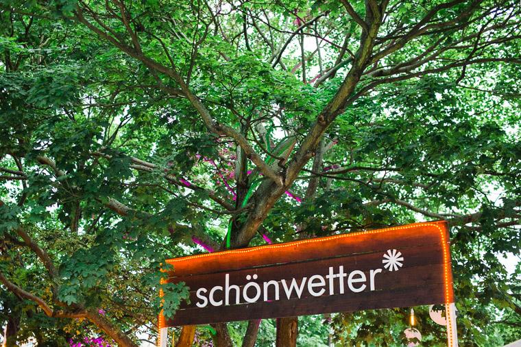 schild location schönwetter berlin