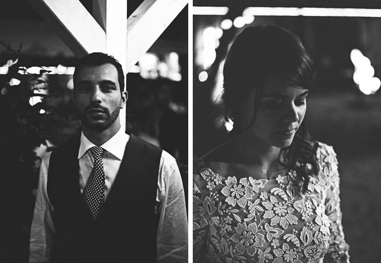 schwarzweißfoto auf film von braut und bräutigam
