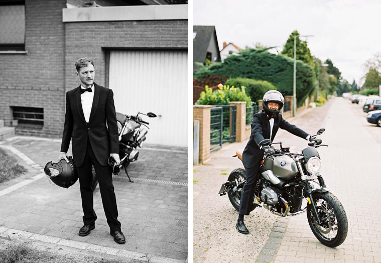Bräutigam mit Motorrad