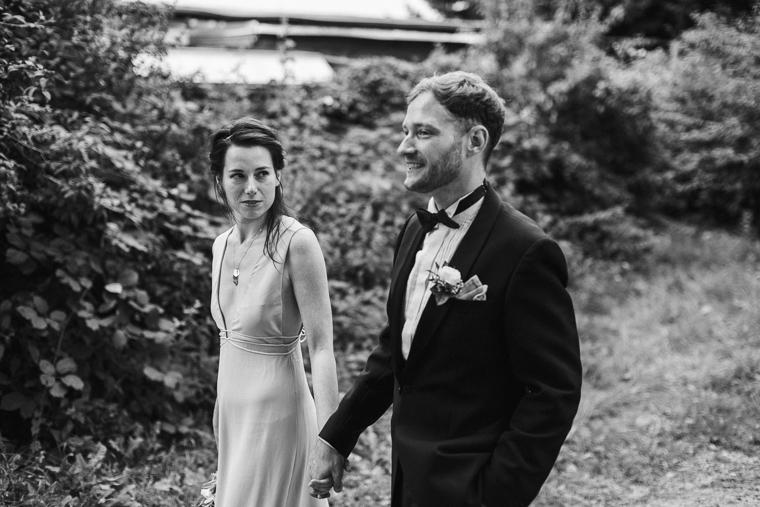 Braut schaut Bräutigam verliebt an