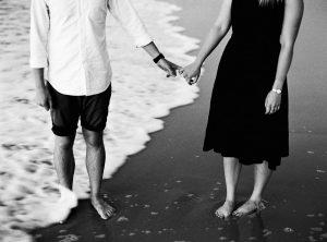 Stimmungsvolles Schwarz Weiß Paarfoto