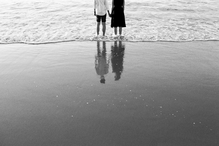 Reflexion Paar in der Brandung