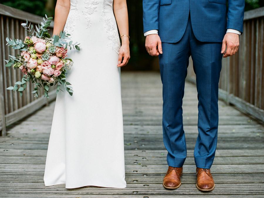 Anzug und Brautkleid