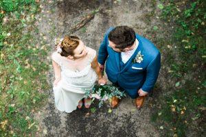 Von oben fotografiertes Hochzeitspaar