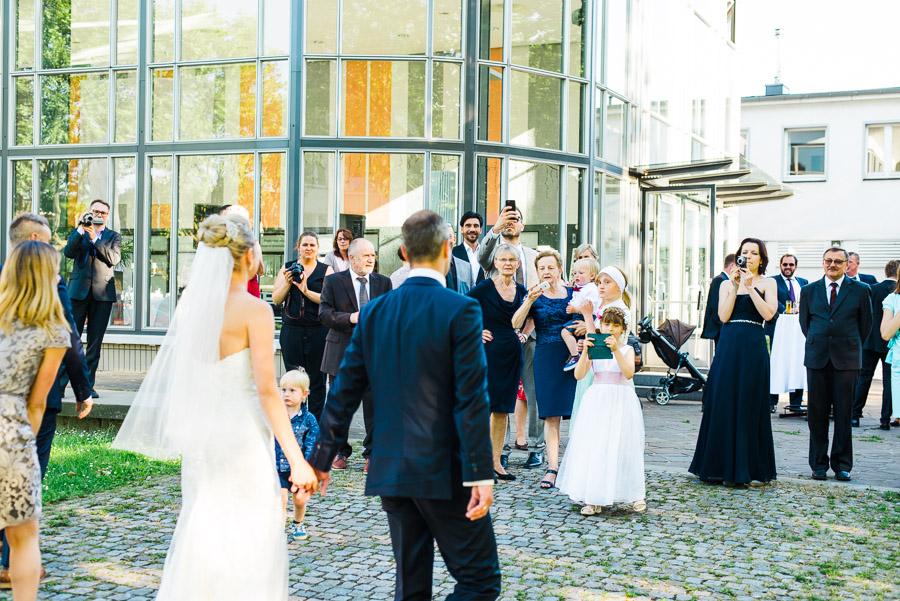 Ankunft Braut und Bräutigam an Location