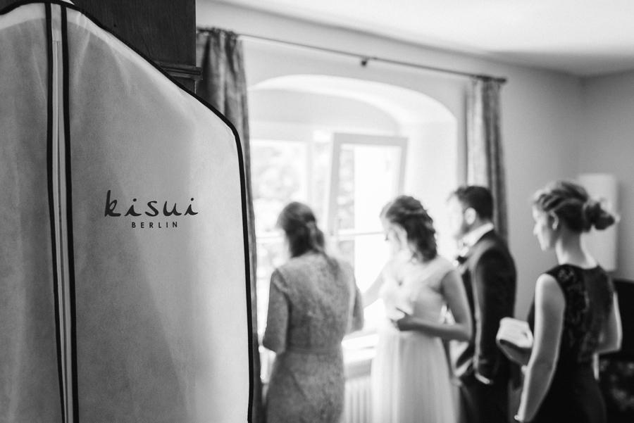 Kisui-Tasche hängt in Brautzimmer