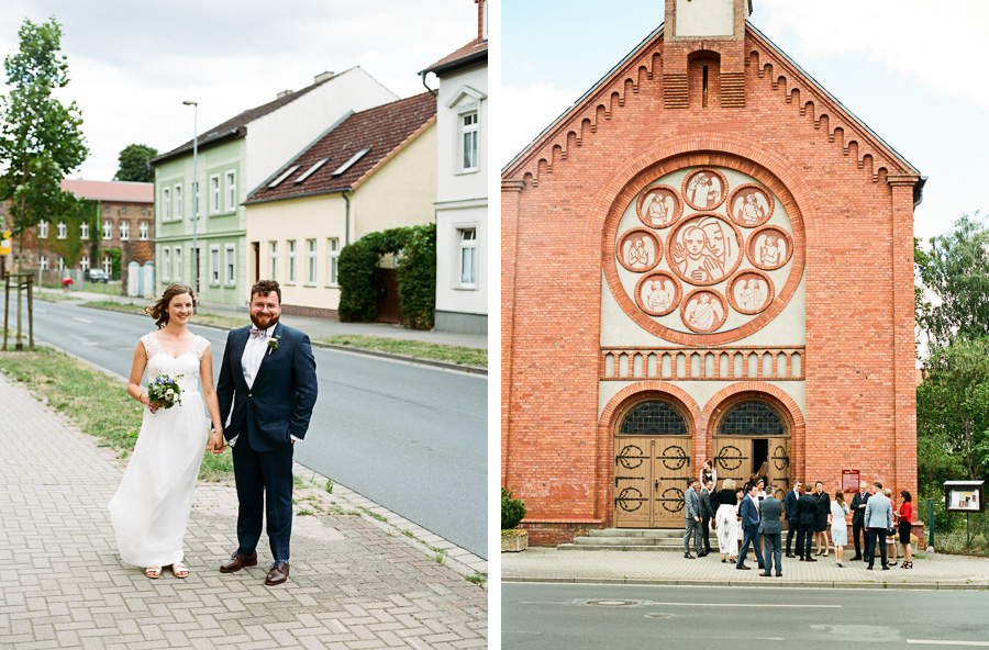 Hochzeitspaar vor Kirche Sankt Marien Angermünde