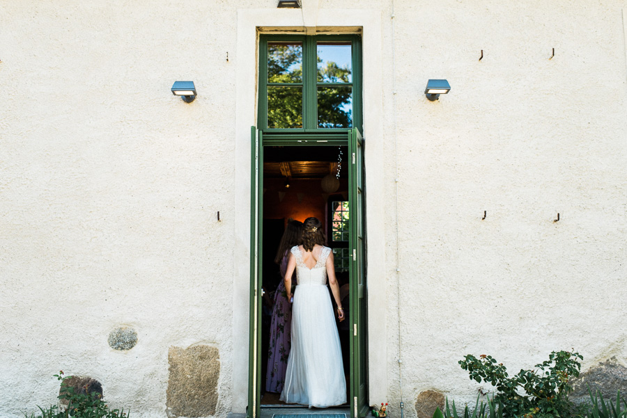 Bride entering dining hall on wedding day