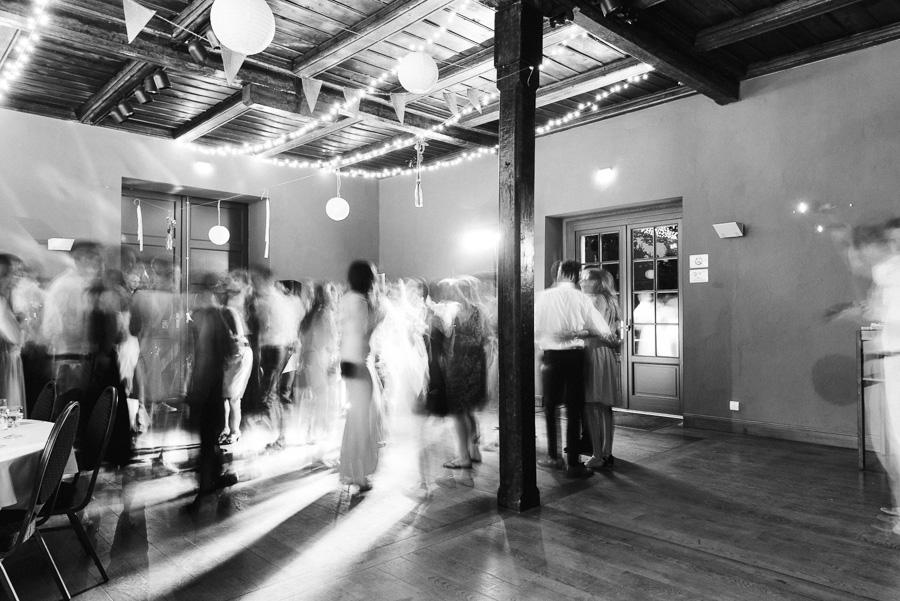 Langzeitbelichtung der Tanzfläche bei Hochzeitsparty