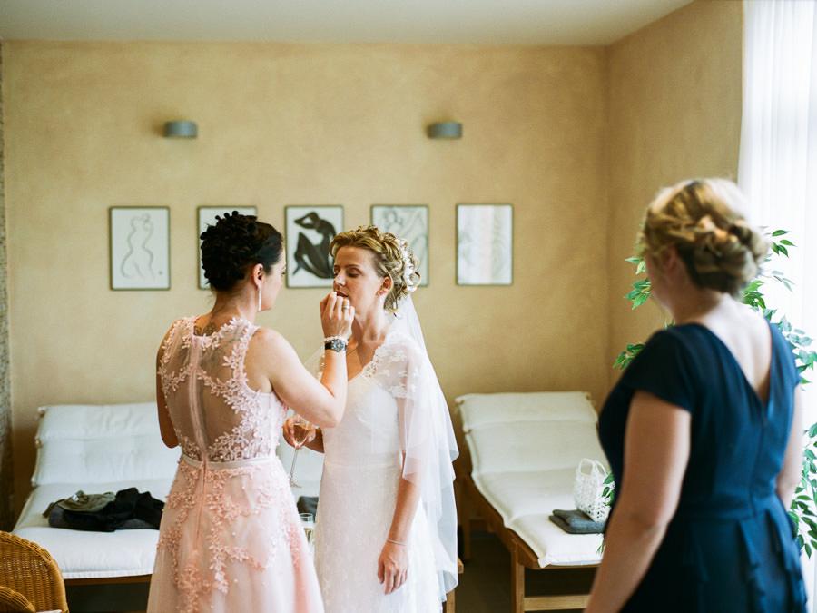Letzte Runde Lippenstift für die Braut