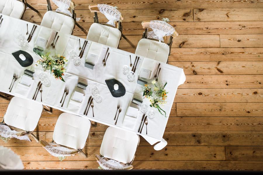 Hochzeitsdeko von oben fotografiert