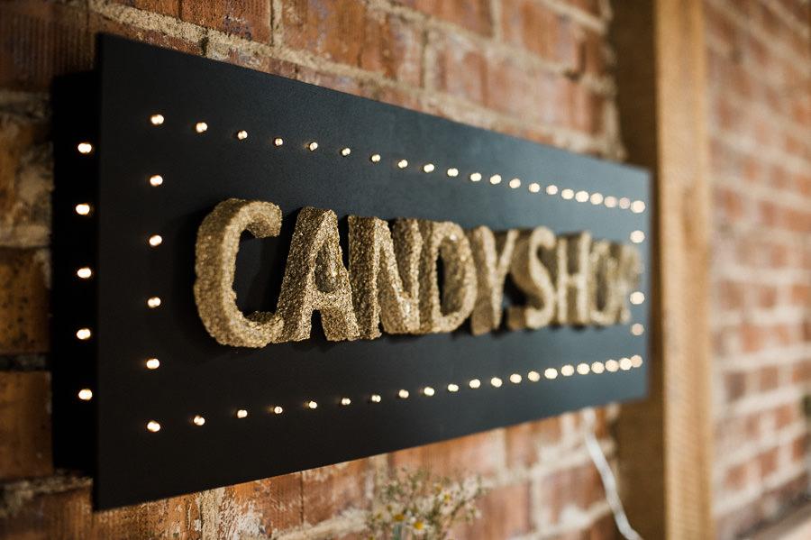 Selbstgebautes Schild Candybar