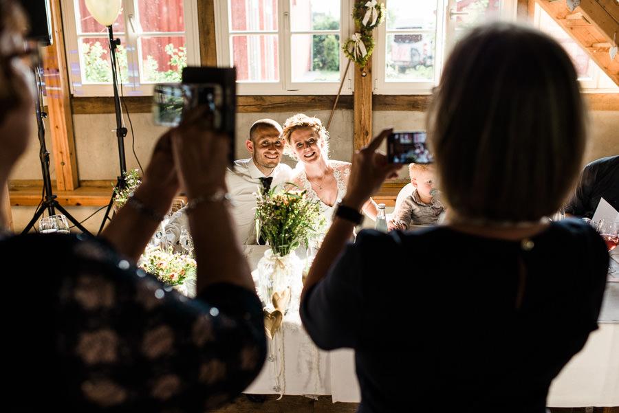 Viele Gäste mit Kameras