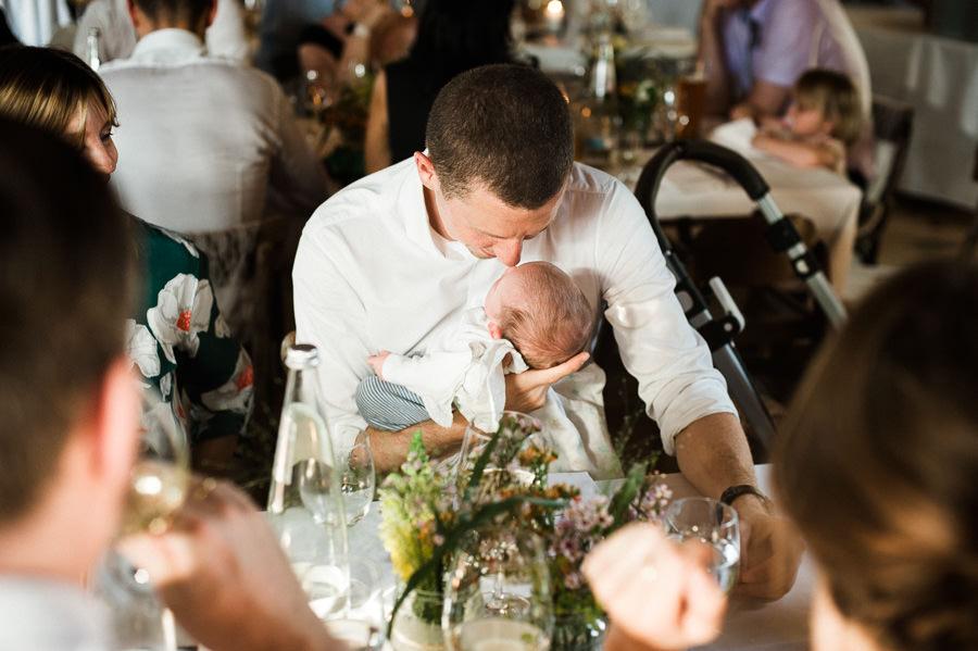 Vater mit Kleinkind