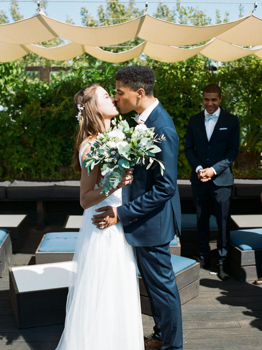 Erster Kuss am Hochzeitstag