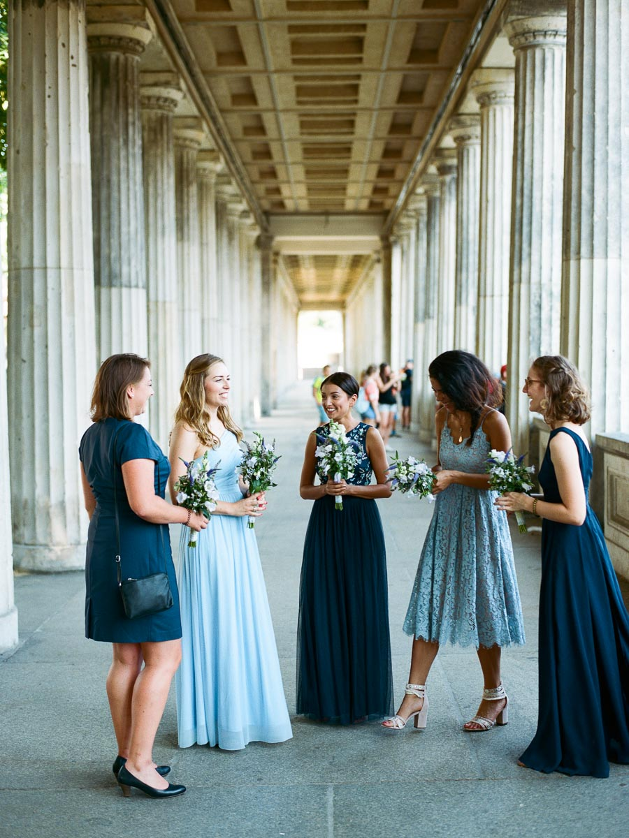 Braut mit ihren Brautjungfern